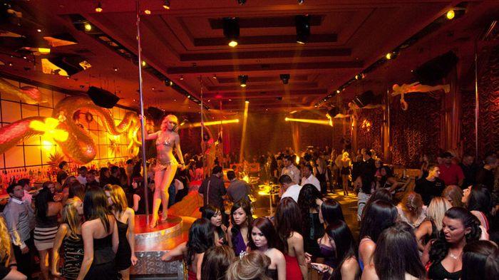 Surrender Nightclub - bar club nối bật thế giới 3