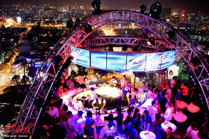 1. Chill Skybar – bar club vui,soi dong