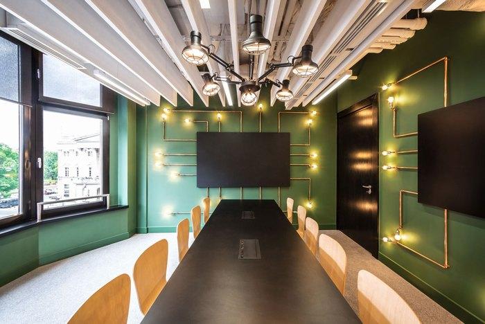 thiết kế bàn ghế nơi làm việc hợp công tác