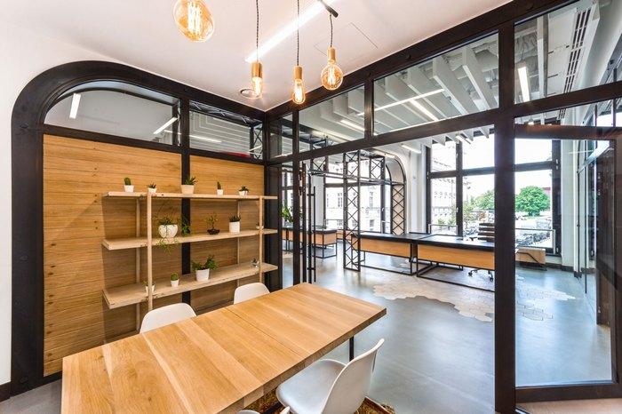 thiết kế nội thất văn phòng nơi làm việc sang trọng