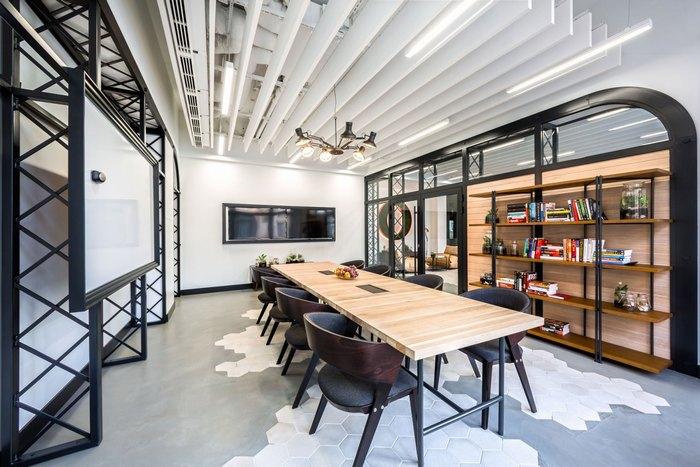 thiết kế bàn ghế gỗ nơi làm việc phong cách