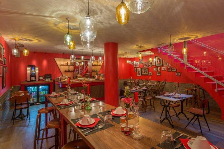 thiết kế nhà hàng bàn ghế ấn tượng