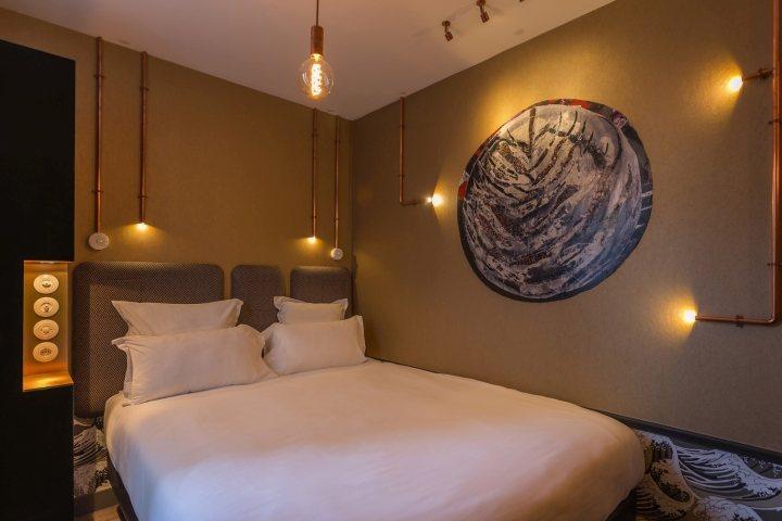thiết kế giường ngủ phòng khách sạn ấn tượng