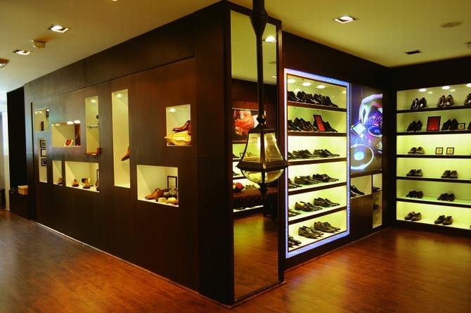 Thiết kế thi công shop giày chuyên nghiệp 3