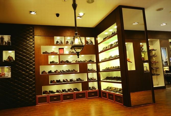 Thiết kế thi công shop giày chuyên nghiệp 4