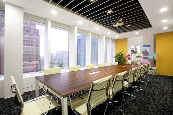 xây dựng nội thất văn phòng màu sắc nổi bật 6