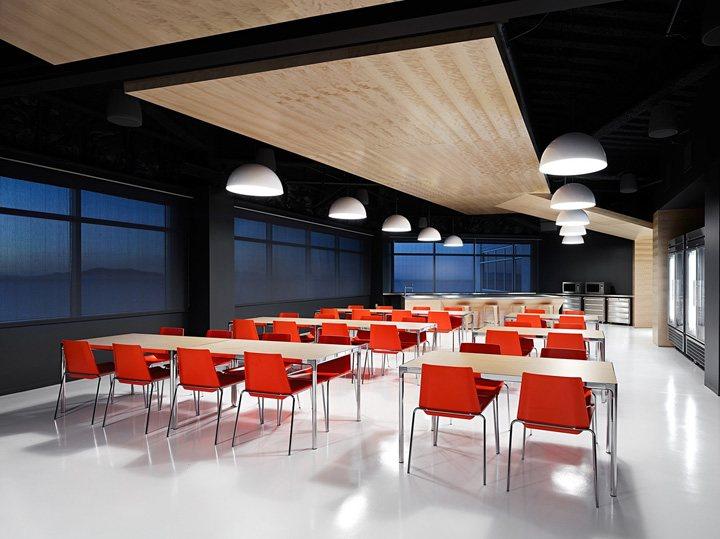 thiết kế nội thất văn phòng màu sắc nổi bật 11