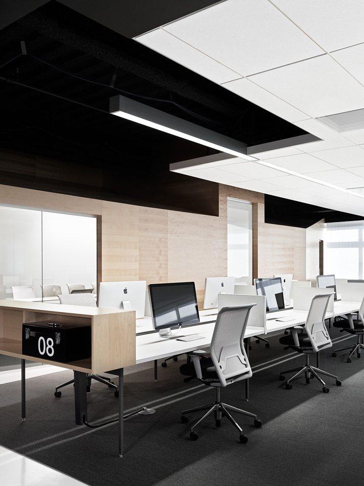 thiết kế nội thất văn phòng màu sắc nổi bật 3