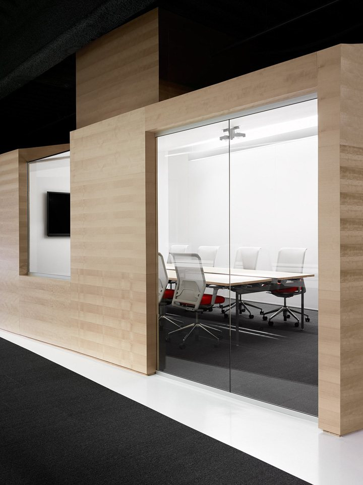 thiết kế nội thất văn phòng màu sắc nổi bật 5