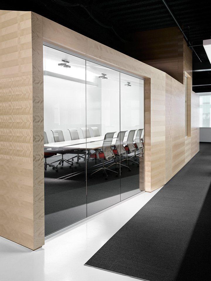 thiết kế nội thất văn phòng màu sắc nổi bật 6