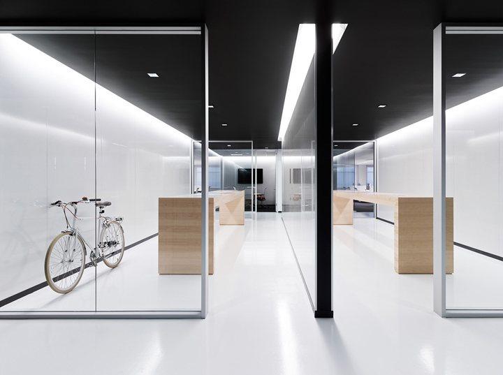 thiết kế nội thất văn phòng màu sắc nổi bật 9