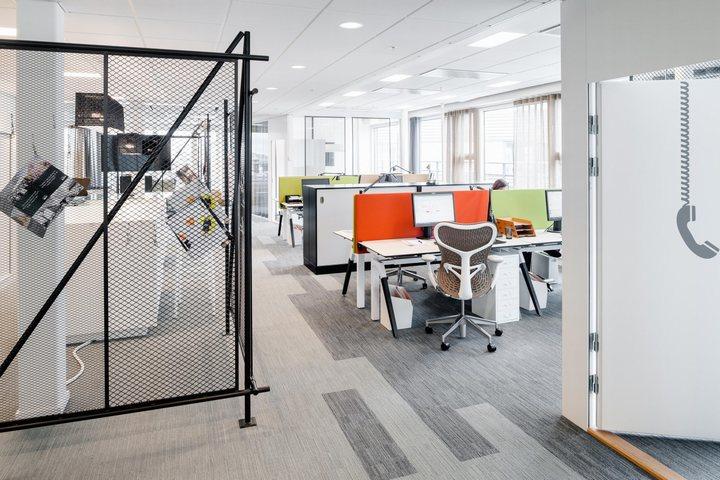 thiết kế khu vực nhân viên văn phòng hiện đại