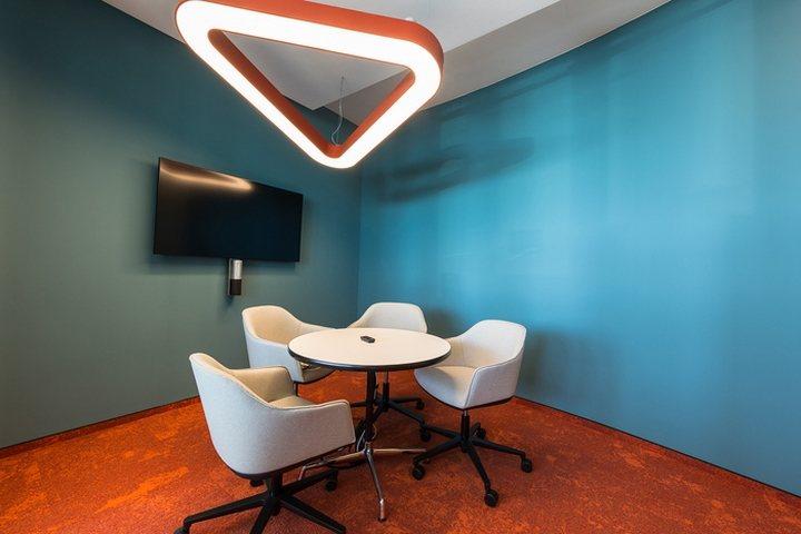 thiết kế màu sắc văn phòng độc đáo